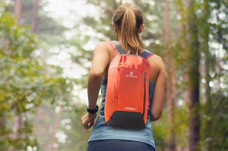 Sac à dos léger à épaule anti-déchirure. Sac à dos d'extérieur léger mais durable. Le matériau anti-déchirure et résistant à l'eau gardera vos affaires au sec, qu'il pleuve ou qu'il vente. Confortable à porter pour les longues randonnées.