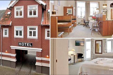 Se det skønne ophold for 2 her - Tag på et lækkert ophold på Hotel Villa Gulle med 1 overnatning for 2 personer inkl. morgenbuffet med gl. dansk samt en dejlig aftenmiddag. Værdi kr. 1271,-