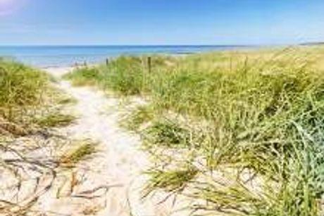 Auszeit an der Ostsee!. In hellem Licht intensivieren sich die Farben auf der Insel Rügen. Dann wirkt das Wasser der Ostsee tiefblau. Erleben Sie diese wunderschöne Jahreszeit im 4-Sterne Parkhotel Rügen. Nach ausgiebigen Strandspaziergängen kehren Sie in