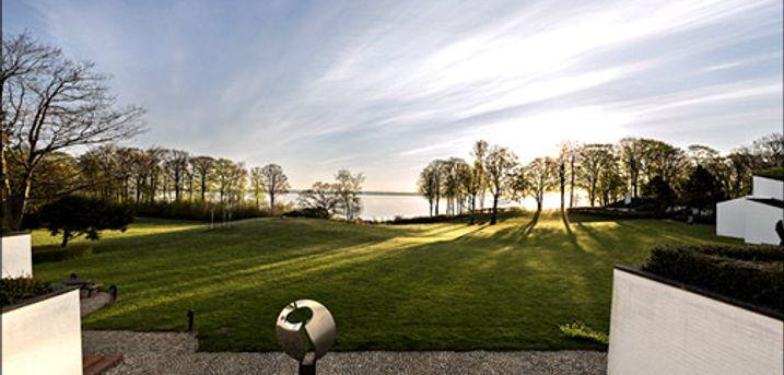Tag på et unikt ophold for 2 ved Øresund - Tag på et ophold i unikke omgivelser med panoramaudsigt over Øresund. I får 1 eller 2 nætter for 2 inkl. morgenbuffet og fri kaffe. Værdi op til kr. 2630,-