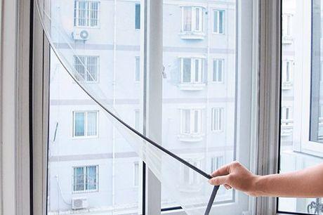 Universelles Fliegengitter. Einfache Montage ohne Bohren. Für jeden Standard Fensterrahmen bis zu 130cm x 150cm. Hole dir die frische Frühlingsluft ins Haus. Keine ungebetenen Gäste mehr. Hergestellt aus strapazierfähigen Polyestergewebe. Geliefert mit se