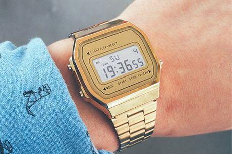 The golden retro watch. Digitale Armbanduhr im hippen Retro-Design. In Gold oder Silber zur Auswahl. Unisex Model. Mit Stoppfunktion, Kalender, 12-/24-Stunden-Format, Hintergrundbeleuchtung. Tolle Geschenkidee für wenig Geld
