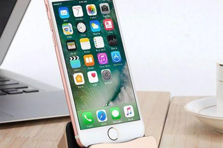 Aluminium iPhone-Ladestation. Moderne Ladestation für alle iPhones 7, 6/6S und 5/5S. Lädt dein Akku Blitzschnell auf und synchronisiert zu gleich deine Daten. Hergestellt aus leichtem Aluminium. In 4 passenden iPhone-Farben zu bestellen