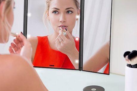 Kosmetikspiegel mit eingebauten LED-Lichtern. Kosmetikspiegel mit eingebauten LED-Licht. Ideal für Zuhause, auf Reisen, im Auto oder in deiner Handtasche mitzunehmen. Große Spielgelfläche dank ausklappbarer Seitenspiegel. Inklusive 8 LED-Leuchten