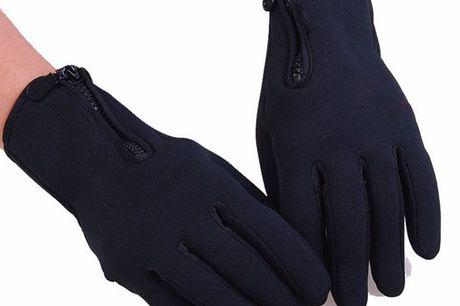 Wetterbeständige Touchscreen Handschuhe. Bediene dein Handy trotz Handschuhe anzuhaben. Keine kalten Hände mehr. Aus winddichtem Material hergestellt. Mit Fleece gefüttert. Perfekte Passform
