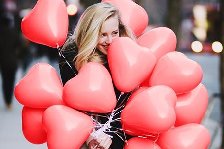 100 Liebe & Valentinstags Ballons. 100 Ballons, 100 Beweise deiner unermesslichen Liebe. Um deine bessere Hälfte zu überraschen. Auch für Fotoshooting, Hochzeiten oder andere Parties geeignet. Biologisch abbaubares Latex.