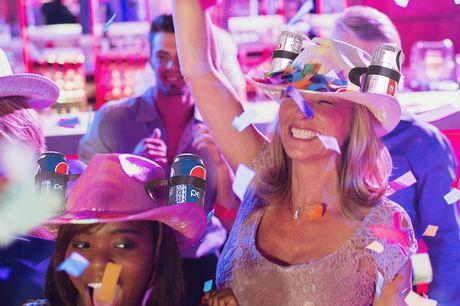 Getränke Helm Limo Hut für Faule. Der IPRee™ Cowboyhut ist eine unterhaltsame und praktische Ergänzung für dein Kostüm! Perfekt geeignet für Kostümpartys und Sport. Der aus PP, PVC und PE gefertigte Helm ist eine Einheitsgröße mit verstellbaren Trägern.