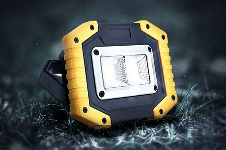 COB Arbeitslicht. Erhältlich mit drei Lampenformen und Lichtmodi. Der Griff ist verstellbar und einklappbar. Kann auch als Powerbank für deine Geräte benutzt werden. Es ist wasserdicht und aus Nylon und einer Aluminiumlegierung hergestellt, perfekt für de