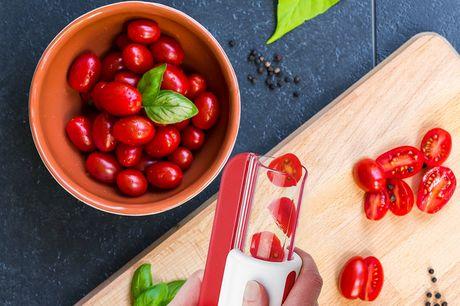 Tomatenschneider. Einfach zu verwenden. Schnelle und einfache One-Slide-Funktion zum Halbieren von Früchten. Keine freiliegenden Klingen, das schützt deine Hände vor den scharfen Klingen. Sicher auch für Kinder.