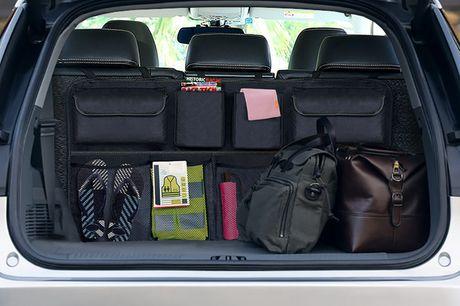 Kofferraum Organisator. Multi-Taschen, die Objekte in verschiedenen Formen und Größen aufbewahren können. Aus strapazierfähigem Material für Stabilität beim Fahren. Einstellbar für alle Fahrzeuggrößen.
