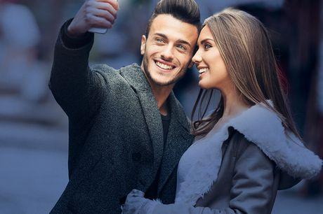 LED Clip-On Selfie Ringlicht für Smartphones. Mache das perfekte Selfie auch in der Nacht. Hellt dein Gesicht auf für das perfekte Selfie. Einfach anzubringen und mit fast allen Smartphones kompatibel.