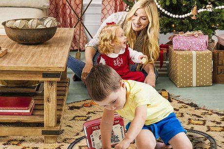 Elektrisches Weihnachtszug Spielzeug Set für Kinder. Ein klassisches Weihnachtsgeschenk für deine Kinder. Perfekte Geschenkgröße und passt in Weihnachtsstrümpfe. Kann als Dekoration verwendet werden, wenn die Kinder mit dem Spielen fertig sind. Aus umwelt