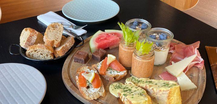 Start dagen på bedste vis med en spansk tapas-brunch hos altid stemningsfulde Vino Y Pintxos i Aalborg ♥