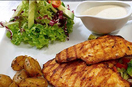 Frokostdeal - bestil og spis i cafeen - Se hvad du skal have til frokost! Prøv den lækre kyllingefilet med tilbehør for 1 person hos Cafe Two O Two, værdi kr. 99,-