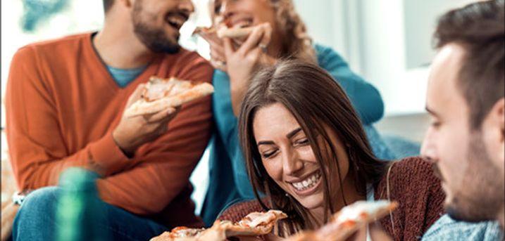 Bestil lækker takeaway - Pizza mm. - Hent en rygende varm valgfri pizza eller prøv den populære halve kylling hos Damaskus. Takeaway for 1 person, værdi op til kr. 125,-