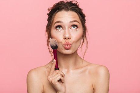 Gosta de Maquilhagem e gostava de se saber maquilhar ? Temos o workshop certo para si ! A Catarina Bettencourt Makeup tem para si um workshop de automaquilhagem para aprender a realçar os pontos fortes do seu rosto e a disfarçar as imperfeições. Sinta-se