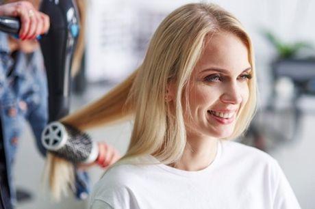 Sesión de peluquería con opción a tinte entero o raíz y mechas en Karma Estilistas Salón de Peluquería y Belleza