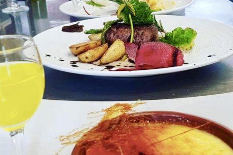 Spar 25% i aften: Cortigiano på Frederiksberg serverer et fint udvalg af klassiske italienske specialiteter akkompagneret af dertil passende italienske vine i en hyggelig atmosfære. Book hér og få rabat på hele regningen i aften!
