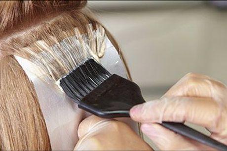 Super frisørpakke hos Pretty Hair - Dameklip, vask, føn, hårkur, helfarve eller striber i toppen, værdi kr. 1100
