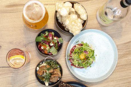 Spar 33% i aften: Nyd gastronomiske evergreens under historiske hvælvinger på Frederiksberg Rådhus