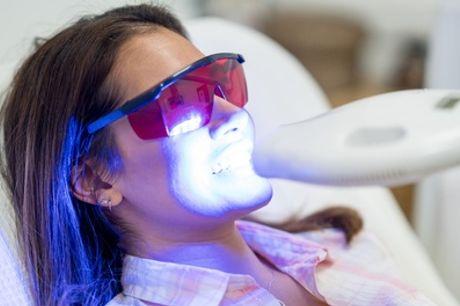 Limpieza bucal con opción a 1 o 2 sesiones de blanqueamiento LED  en Maro Dental (hasta 56% de descuento)
