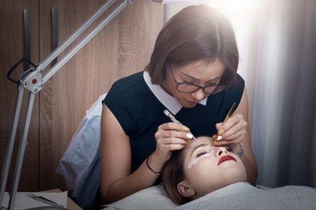 Wimpernverlängerung mit 1:1 Technik opt. m. Refill bei Helen Mona Makeup & Beauty Expert (bis zu 49% sparen*)