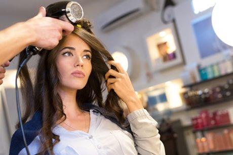 Kappersbehandeling, naar keuze incl. verven of half-hoofd highlights bij Salon Hairstyling-U in Utrecht
