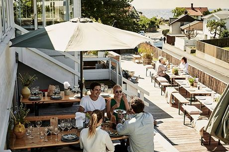 Miniferie på Tisvildeleje Strandhotel inkl. 3-retters middag og snacks. Nyd livet på det idylliske strandhotel og få 3-retters middag, bobler og snacks