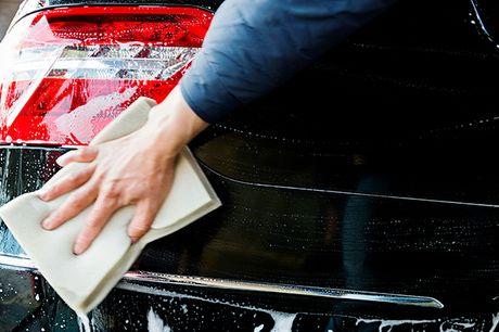 Onkels Bilpleje i Vejle gør din bil skinnende ren med en grundig og populær plejepakke til en skarp DEALpris
