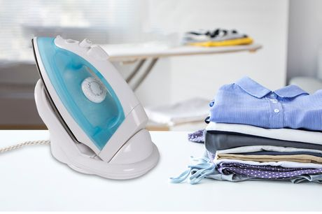 £14 instead of £69.99 (from Personal Choice) for a lightweight cordless steam iron! - save 80%