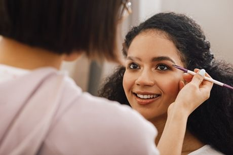 Curso de maquillaje a elegir para 1 o 2 personas en Bionike Salute E Bellessere (hasta 74% de descuento)
