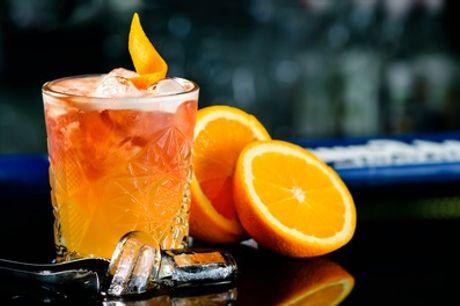 Cocktail-Set + Shot oder Getränke-Set mit versch. Alcohol-Sorten + Softdrinks in Leos Bar (bis zu 59% sparen*)