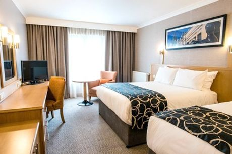 Leeds: Double or King Room for Two with Breakfast, Wine and Option for Dinner at Clayton Hotel Leeds
