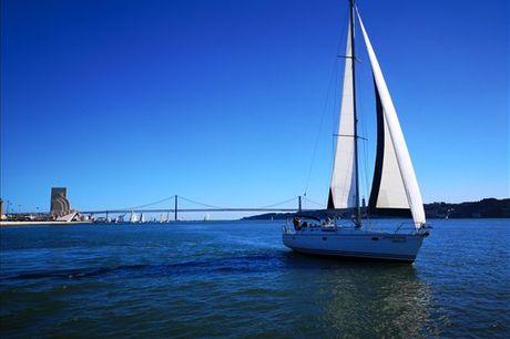 Se sempre teve curiosidade de aprender a velejar um veleiro tem agora a sua oportunidade! Junte um grupo de amigos e aproveite uma aula de vela privada, para até 12 pessoas, por apenas 359,90€