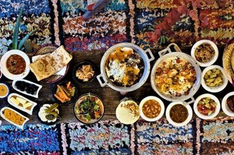 Marokkanische Tapas inklusive Brot für 2 oder 4 Personen bei Aladins Cafe (bis zu 47% sparen*)