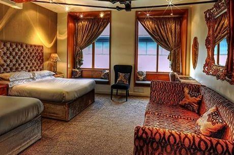 Liverpool: camera Superior o Suite per 2 con bottiglia di Prosecco e petali di rosa sul letto presso il Signature Living