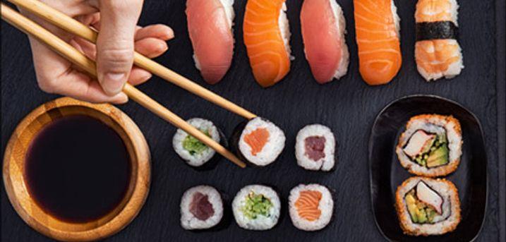 Sushi Takeaway, lækre menuer, levering mulig - Levering muligt! Så skal der bestilles takeaway fra Sushi Station, vælg mellem 34, 44 eller 55 lækre stykker sushi. Værdi op til kr. 600,-