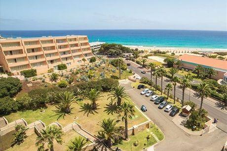 Na Ilha do Porto Santo, o Hotel Vila Baleira é a escolha certa para uma estadia de descanso e bem estar, com uma localização privilegiada junto à praia e com um dos melhores centros de Thalassoterapia do País. Noite para 2 pessoas por apenas 74,90€