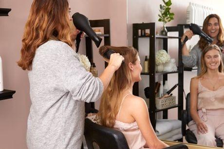 Shampoing, soin, coupe, brushing avec option couleur, mèche ou ombré hair et patine pour 1 pers. au salon Nada Coiffure