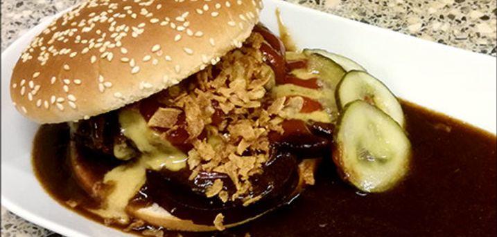 Lækker Bøfsandwich menu, her er dealen.. - Velbekomme! Stor bøfsandwich med pommes frites og en øl eller cola for 1 person. Værdi kr. 165,-