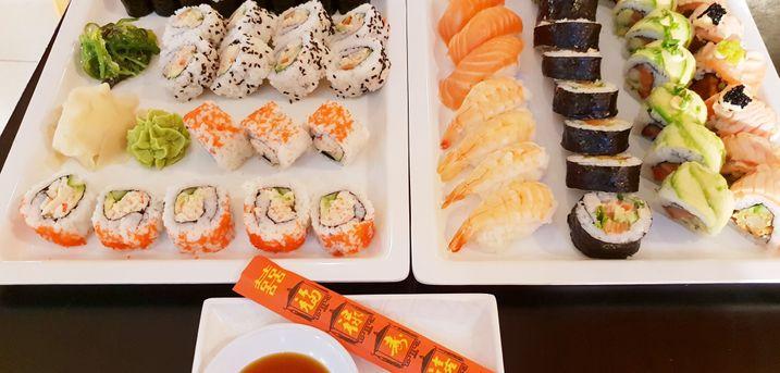 Hent en frisk og smagfuld sushimenu med op til 58 stykker hos Mango Familierestaurant i Kolding Storcenter
