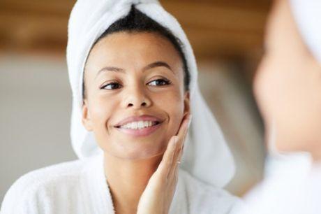 De Pijp: LED-lichttherapie voor het gezicht, naar keuze met massage en/of peeling bij So Jody in Amsterdam