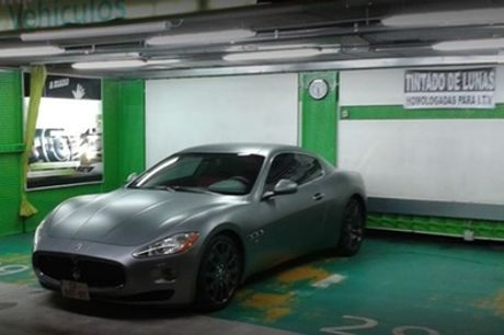 Lavado de coche con opción a pulido de faros, desinfección con ozono y limpieza de tapicería en A Mano Car Detailing