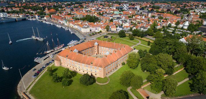 Lad jer charmere af det idylliske Syddanmark med et ophold for 2 på Hotel 6400 i Sønderborg