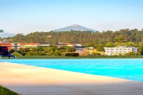 VERÃO 2020 - CELORICO PALACE HOTEL: 3 ou 5 Noites com Opção de Meia Pensão, VIP no quarto, Massagem e acesso à Piscina. CRIANÇA GRÁTIS!