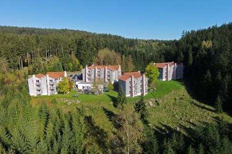 Ferienpark Brockenblick. Smukke Harzen Book 6 eller 4 nætter og få 1 nat gratis - 2 overnatninger - 2 x morgenmad - 2 x 3-retters menu/buffet - 1 flaske vin - Adgang til sauna og dampbad)