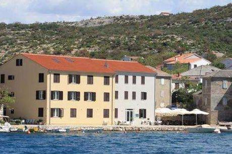 Aparthotel Tamarix. På stranden i Kroatien Studio lejlighed til max. 3 personer - 7 overnatninger - 1 x velkomstdrink og morgenmad - 1 flaske vin og køkken startpakke - Gratis parkering - Gratis internet)