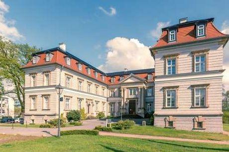 Hotel Schloss Neustadt-Glewe. Elegant slotsophold Tæt på Schwerin - 2 overnatninger m. morgenbuffet - 2 x 2-retters menu - 2 x eftermiddagskaffe - 1 velkomstdrink - Adgang til sauna)