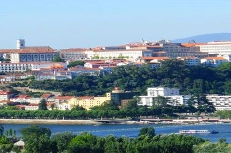 COIMBRA: 2 Noites com Pequeno Almoço no Hotel D. Luís e Passeio de Barco pelo Rio Mondego. VERÃO INCLUÍDO!