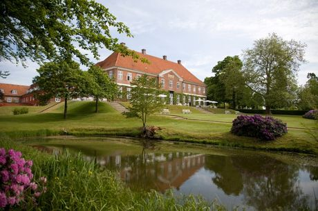 Sommer-ophold på smukke Hindsgavl Slot inkl. 3-retters middag. Få et sommer-eventyr på Hindsgavl Slot inkl. 3-retters middag og morgenbuffet